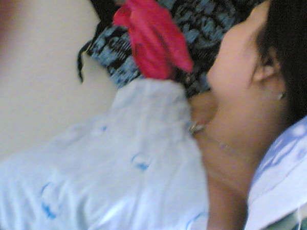 偷拍脱衣服系列_她睡在我对铺 还好她够丑不至于让我犯罪 睡觉得脱衣服这大家都明白