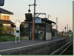 三妻駅プラットホーム